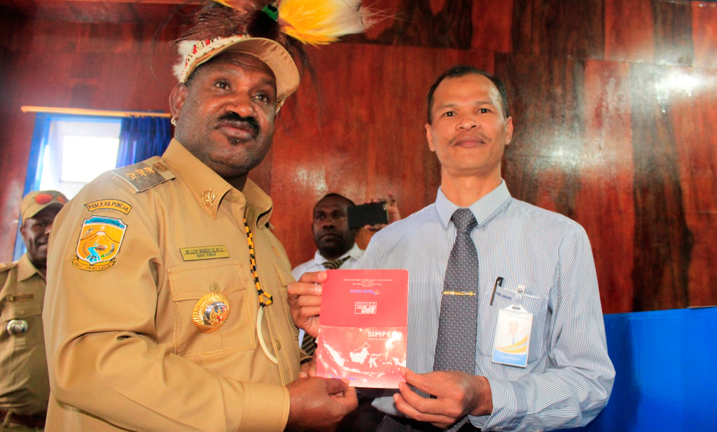 Bupati Puncak Resmikan Kantor Kas Bank Papua Sinak