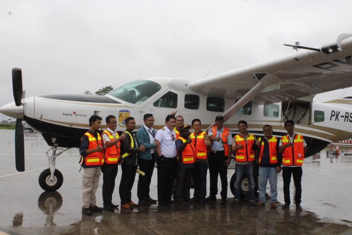 Pemkab Puncak Sewa Pesawat Dukung Program Penurunan Harga dan Pembelian Sayur Masyarakat