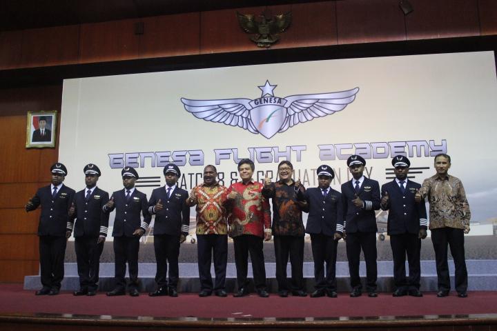 Empat Putra Terbaik Asal Kabupaten Puncak Lulus Dari Akademi Penerbangan Genesa