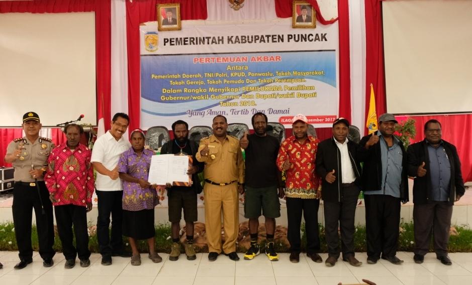 foto bersama elemen masyarakat terkait Pilkada damai di Kabupaten Puncak,2018, mendatang.