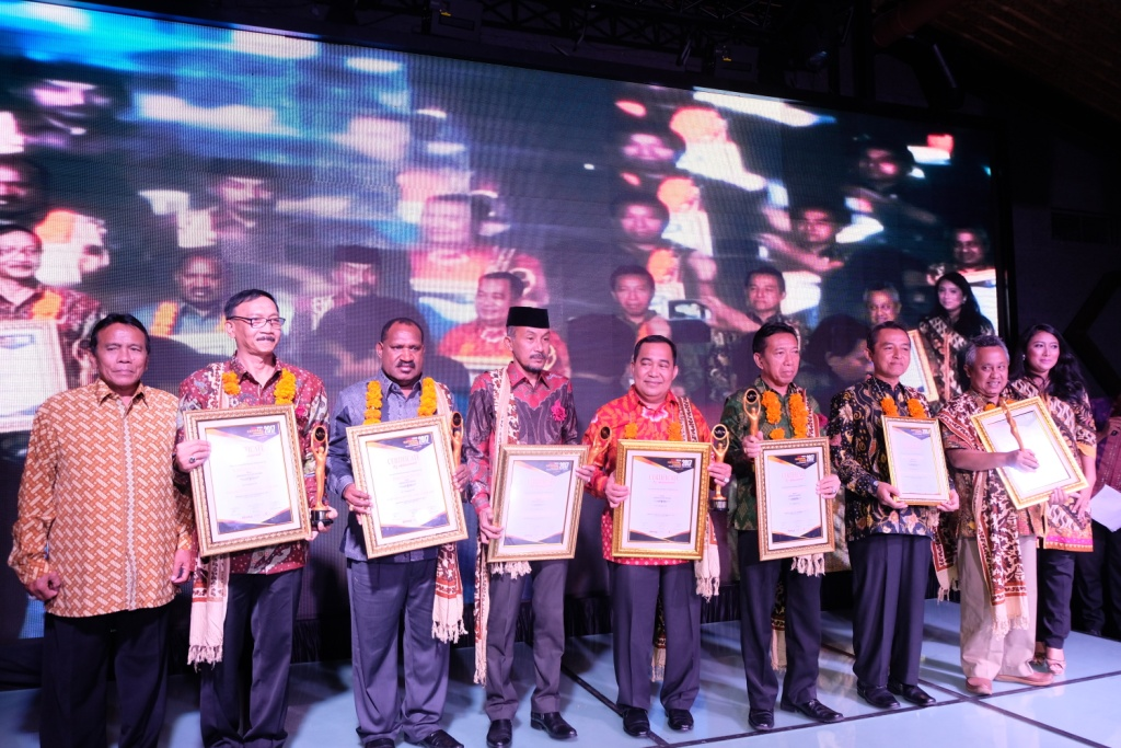 Bupati Puncak Raih Penghargaan Top Regent of The Year 2017